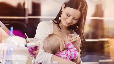 ¿Cómo debo de dar de lactar a mi bebé?