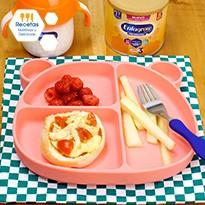 1/2 bolillo, salsa de tomate con pollo, queso y tomate cherry