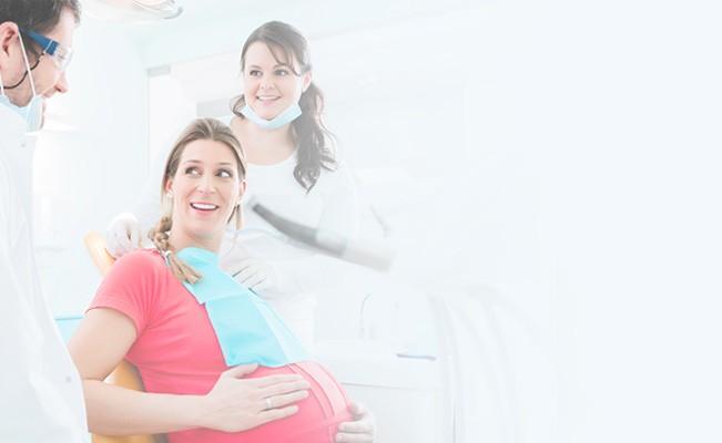 Protege tus dientes y encías durante el embarazo